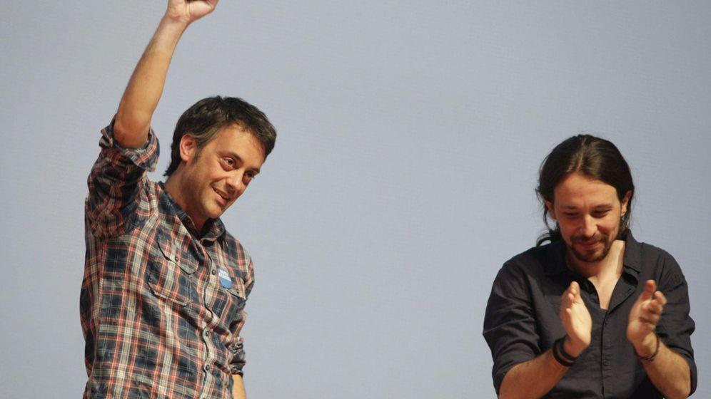 Foto: El candidato de Marea Atlántica a la Alcaldía de A Coruña, Xulio Ferreiro, con el secretario general de Podemos, Pablo Iglesias. (Efe)