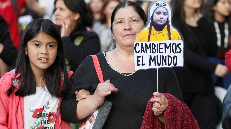 Manifestantes en las protestas por el cambio climático en Santiago de Chile (Reuters)