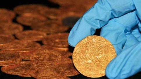 Descubren un lote de monedas medievales de Enrique VIII en un jardín de Inglaterra