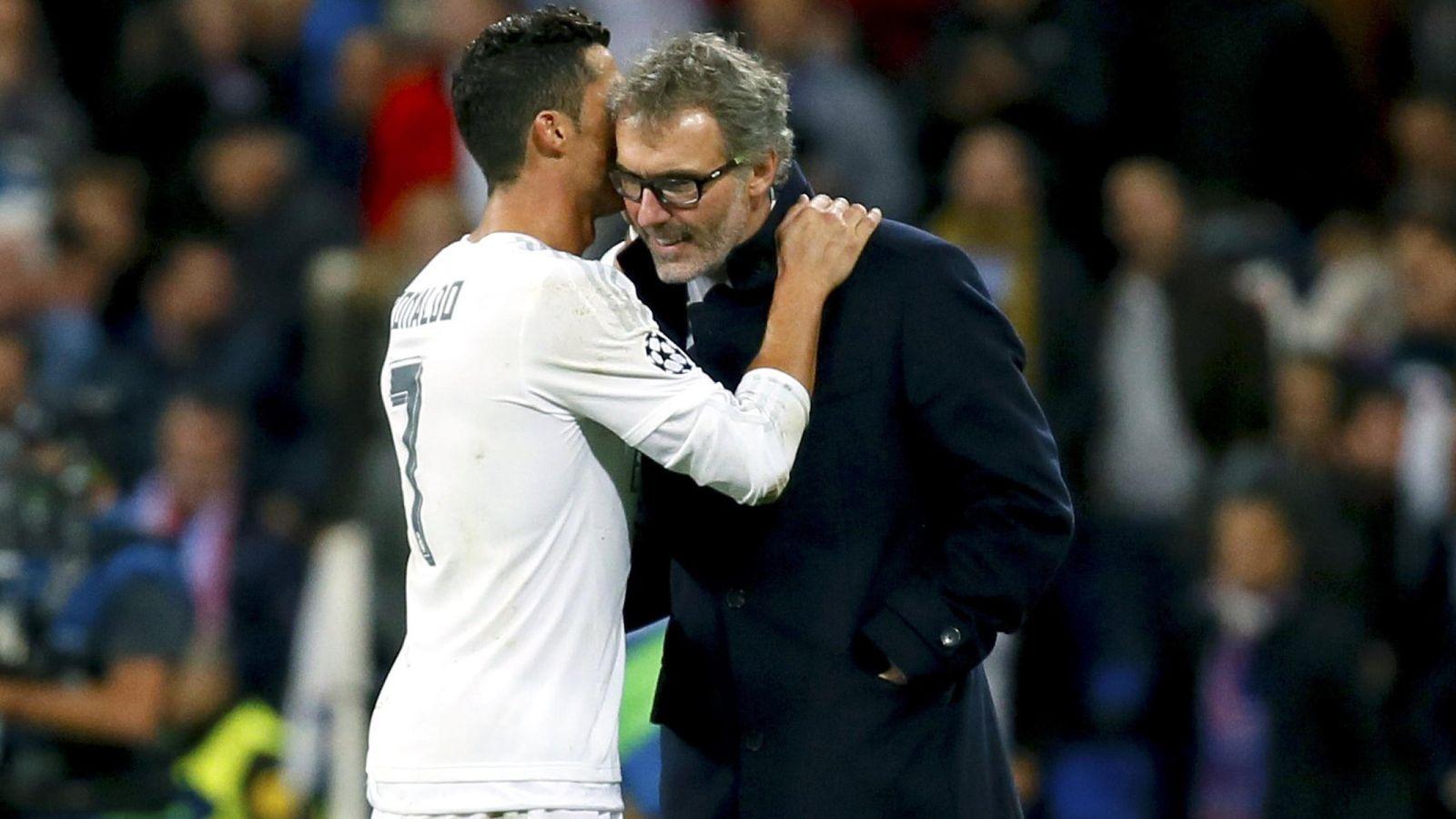 Foto: Cristiano Ronaldo le dice algo al oído al técnico del PSG, Laurent Blanc (EFE)