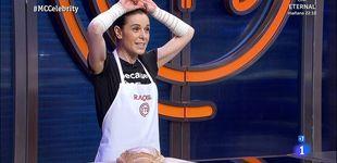 Post de Percance en 'MCC': Raquel Sánchez Silva, con los dos brazos vendados