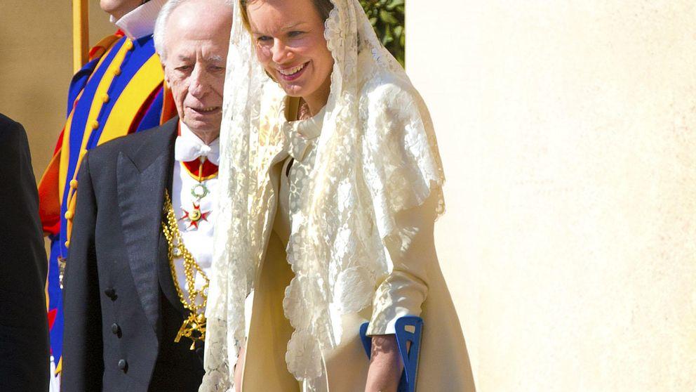 Matilde, una reina con mantilla y muletas ante el Papa Francisco
