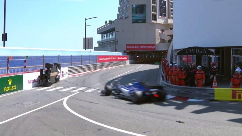 Raikkonen logra su primera pole en 9 años y Carlos Sainz, sexto, da otro golpe en la mesa