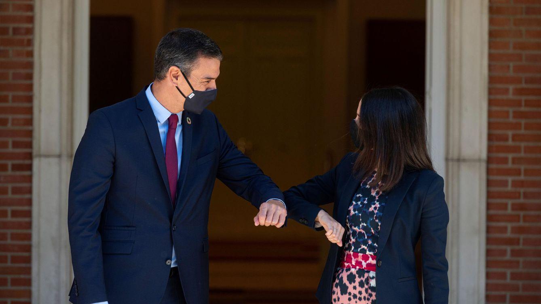 Foto: El presidente del Gobierno, Pedro Sánchez, recibe en la Moncloa a la líder de Ciudadanos, Inés Arrimadas. (EFE)
