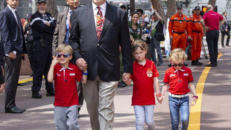 Alberto de Mónaco, con sus hijos y su sobrina. (Cordon Press)