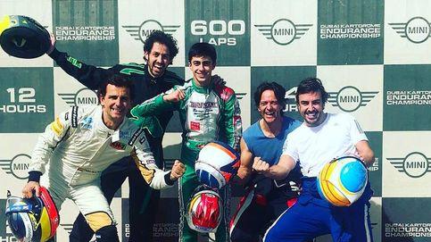 Fernando Alonso se lo pasa en grande con el karting en Dubái
