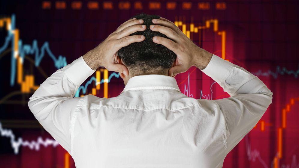 Foto: Vista de un hombre mirando unas gráficas. (iStock)