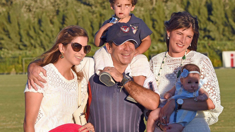 Foto: Margarita Vargas junto a su padre en Sotogrande (Gtres)