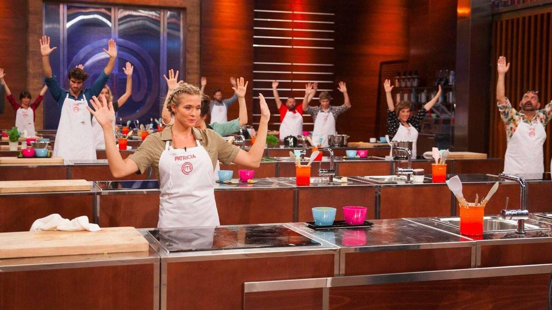 Los concursantes levantan las manos tras acabarse el tiempo