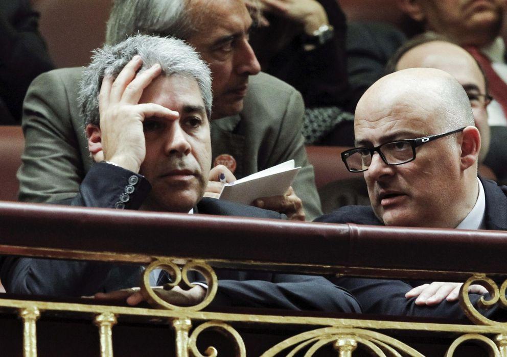 Foto: El 'conseller' de Presidencia de la Generalitat, Francesc Homs (i), en la tribuna de honor del Congreso. (EFE)