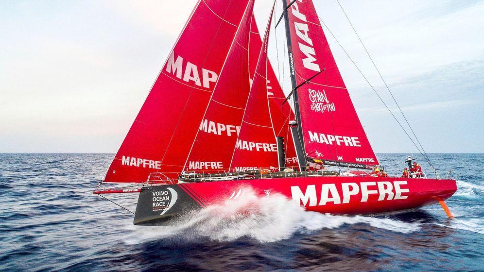 Foto: Un barco con el logo de Mapfre. (EFE)