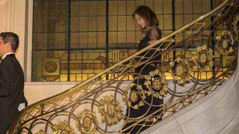 Isabel Preysler 'conquista a sus invitados' con un vestido de 1.200 euros 'Letizia style'
