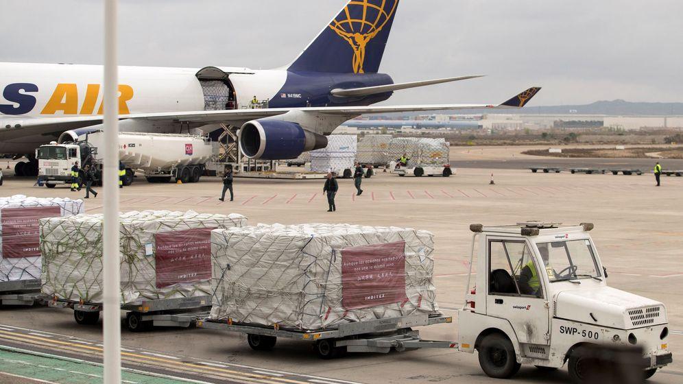 Foto: Llegada a Zaragoza de un millón de mascarillas y material sanitario donados por Inditex.
