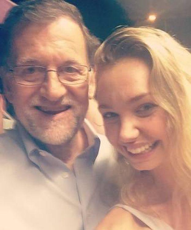Foto: La estratega Isabelle Wright, junto a Mariano Rajoy. (Twitter)