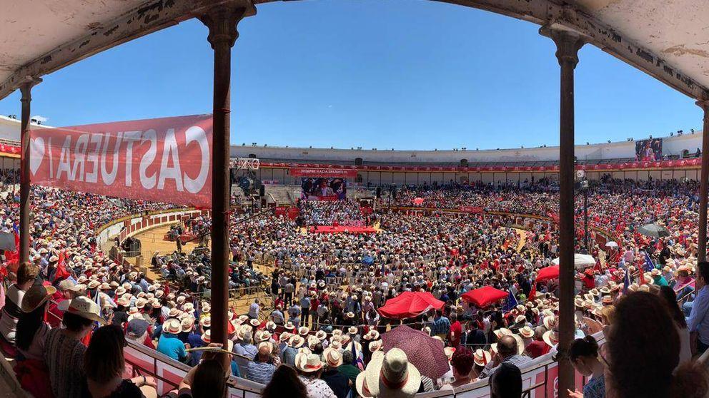 Sánchez llena la plaza de Mérida y señala que la Constitución es la patria de todos