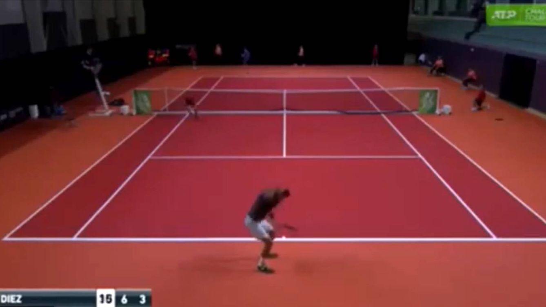 Un tenista español, descalificado de un torneo por jugar con unos pantalones rotos