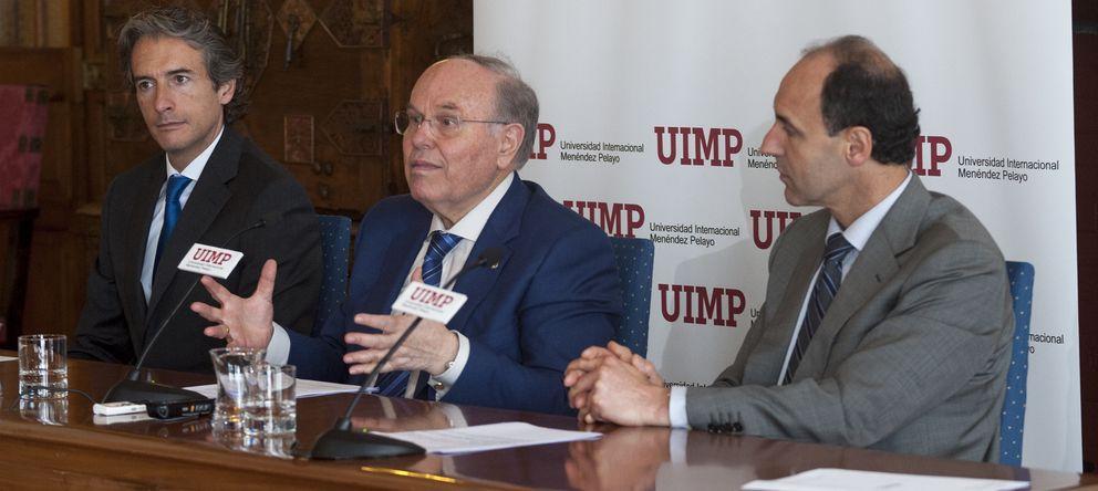 Foto: El rector de la UIMP, César Nombela (c), el presidente cántabro (d) y el alcalde de Santanader (i).