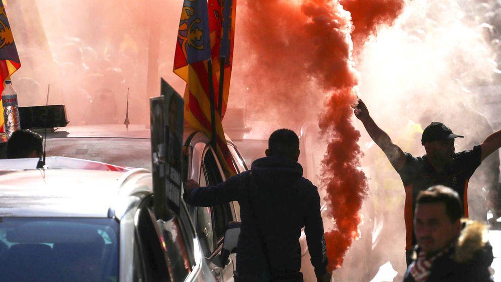 Foto: Miles de taxistas de toda España participan en la manifestación convocada por el gremio, este 29 de noviembre en Madrid. (EFE)
