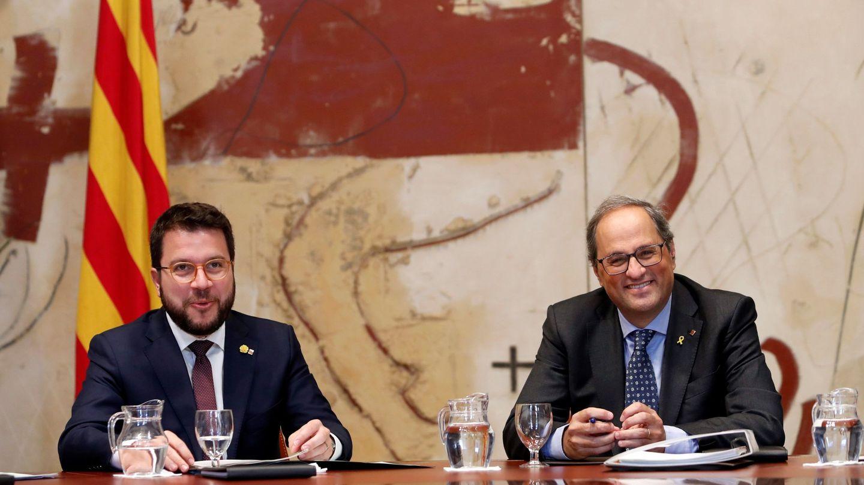 El presidente de la Generalitat, Quim Torra, junto a su vicepresidente, Pere Aragonés, durante la reunión semanal del Govern. (EFE)