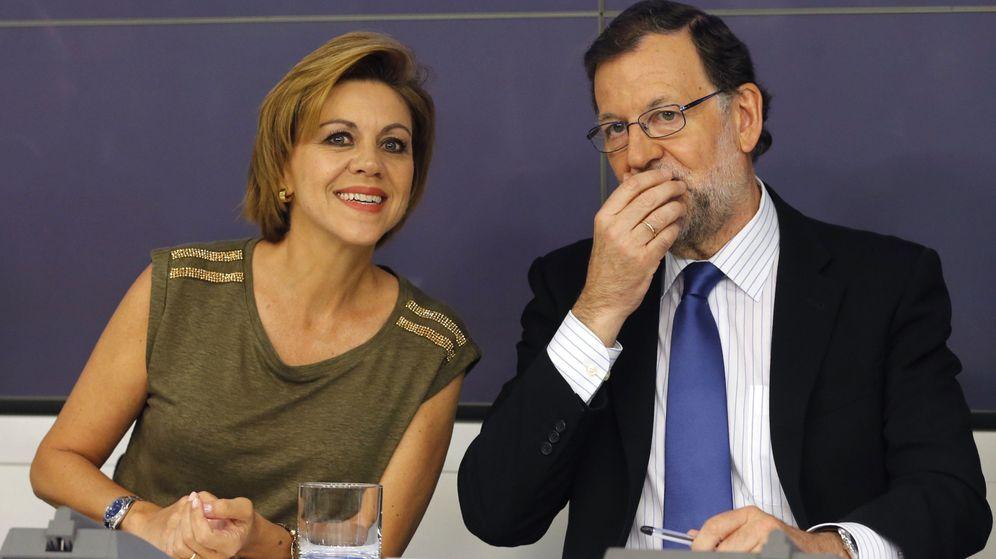 Foto: El presidente del PP, Mariano Rajoy, conversa con la secretaria general, María Dolores de Cospedal. (EFE)