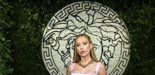 Post de Demi Moore, Ester Expósito y todos los looks de fiesta privada de Versace