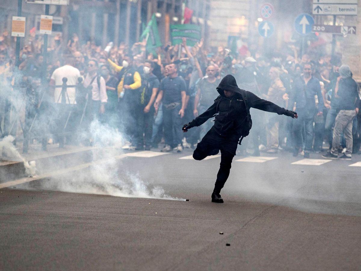 Foto: Disturbios durante las manifestaciones en Roma, Italia. (EFE)