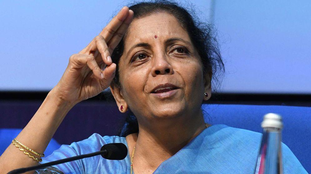 Foto: La ministra de Finanzas, Nirmala Sitharaman, en una rueda de prensa