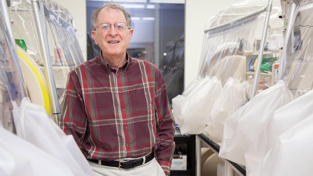 Foto: Gordon, en su laboratorio (FBBVA)