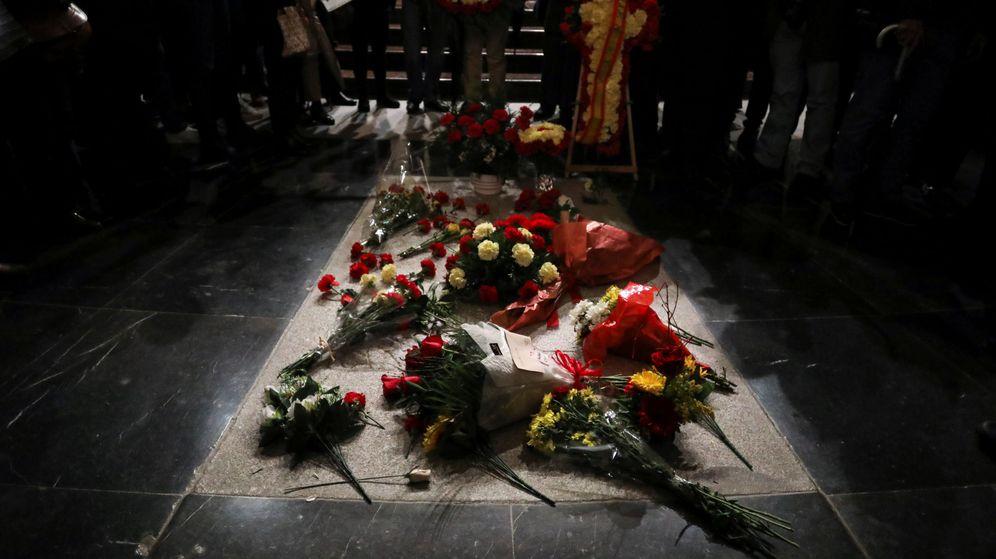 Foto: Flores sobre la tumba del dictador Francisco Franco. (EFE)
