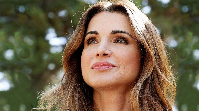 Rania de Jordania y su curiosa forma de combinar este vestido de Stella McCartney