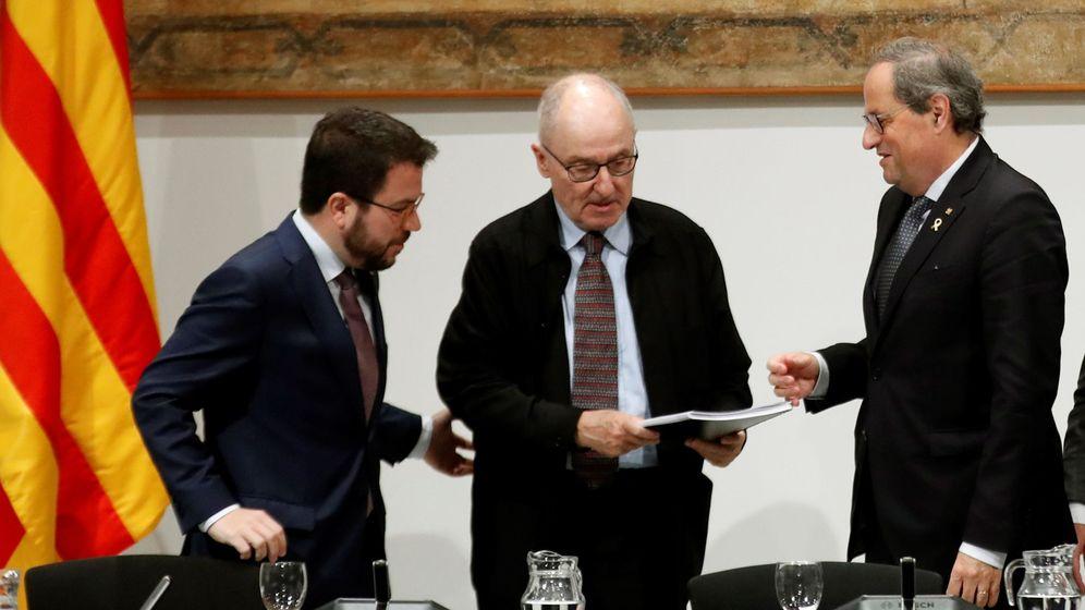 Foto: El 'síndic de greuges', Rafael Ribó (c), junto al presidente de la Generalitat, Quim Torra, y su vicepresidente, Pere Aragonès. (EFE)