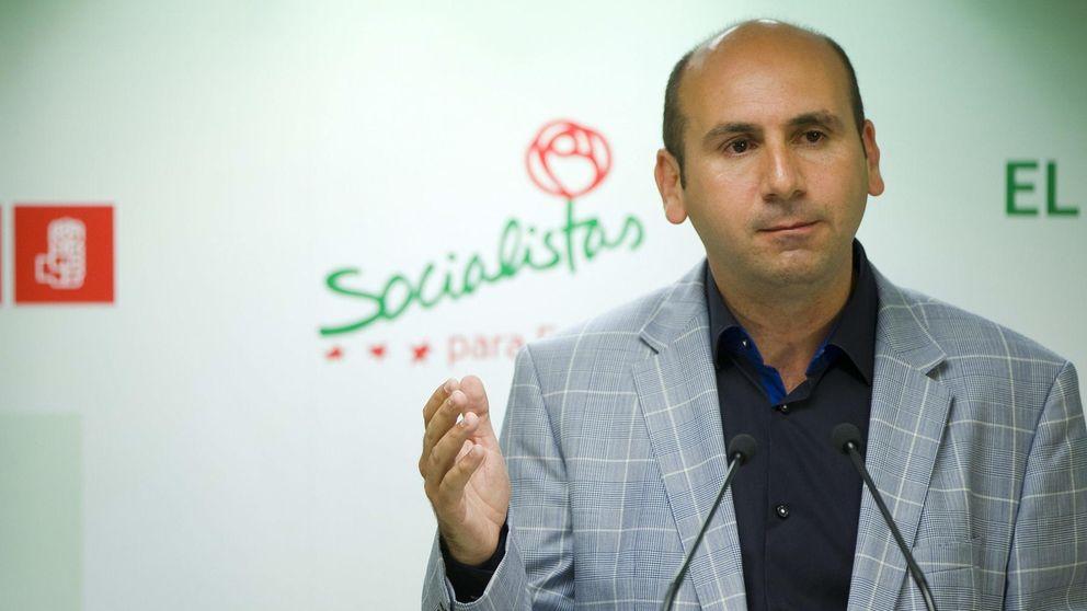 Denuncian las obras en la piscina del 'número tres' del PSOE andaluz