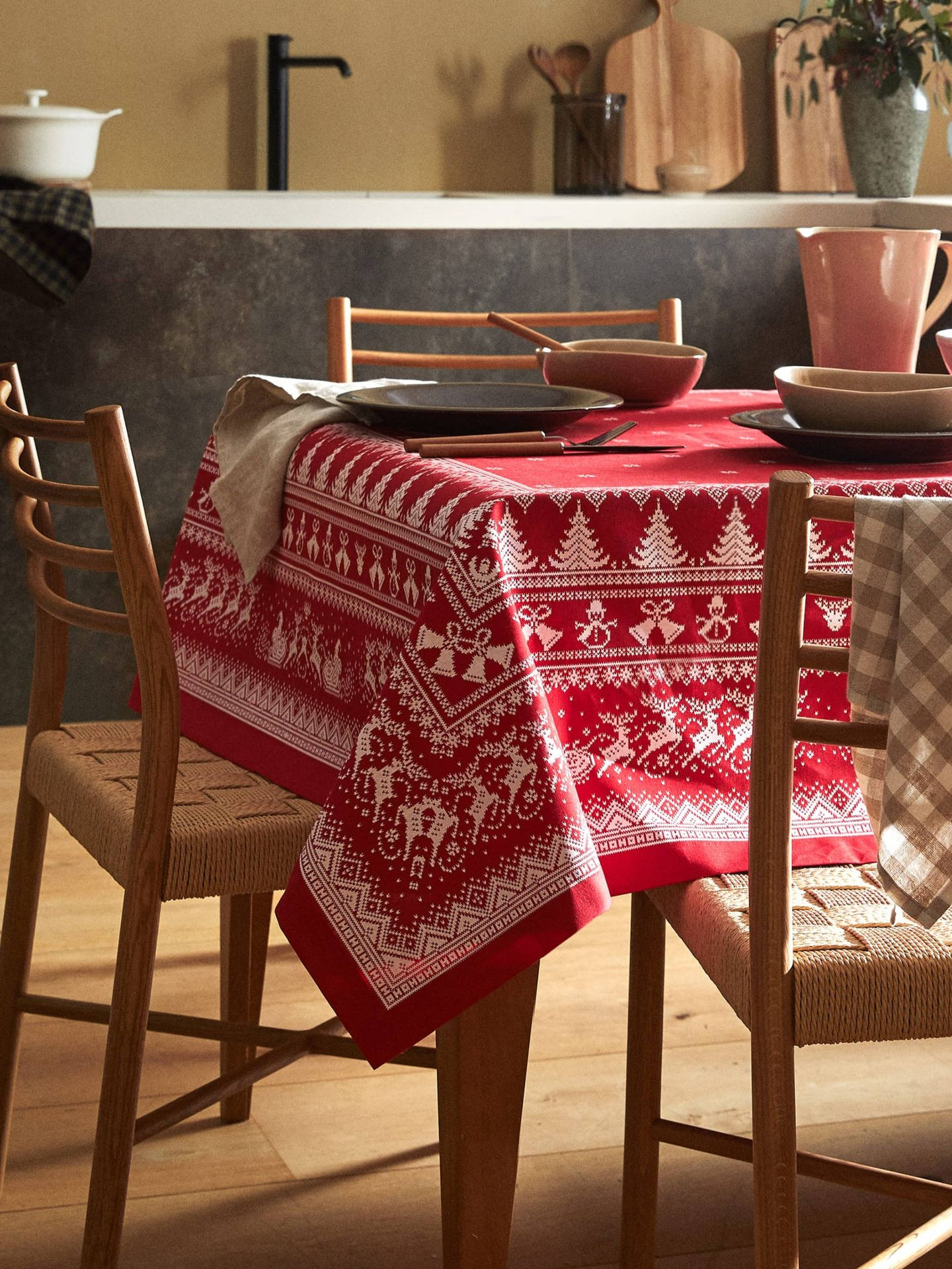 Manteles de Zara Home para decorar tu mesa esta Navidad. (Cortesía)