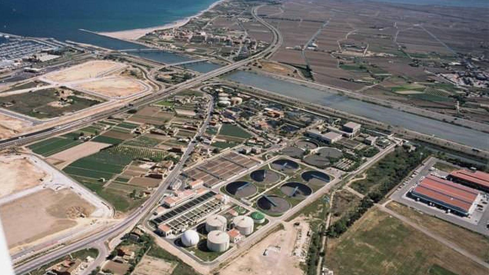 Foto: En el centro, planta depuradora de Pinedo, que da servicio a Valencia y el área metropolitana. (Epsar)