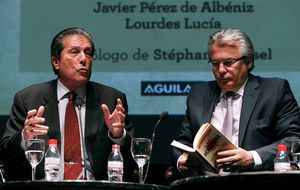 Garzón prepara su 'partido' con Sabina, Miguel Ríos y Sopena
