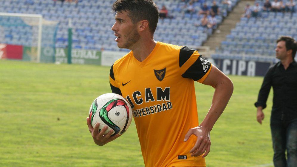 Foto: Pol Bueso, en un partido del UCAM en el Colombino (UCAM CF).