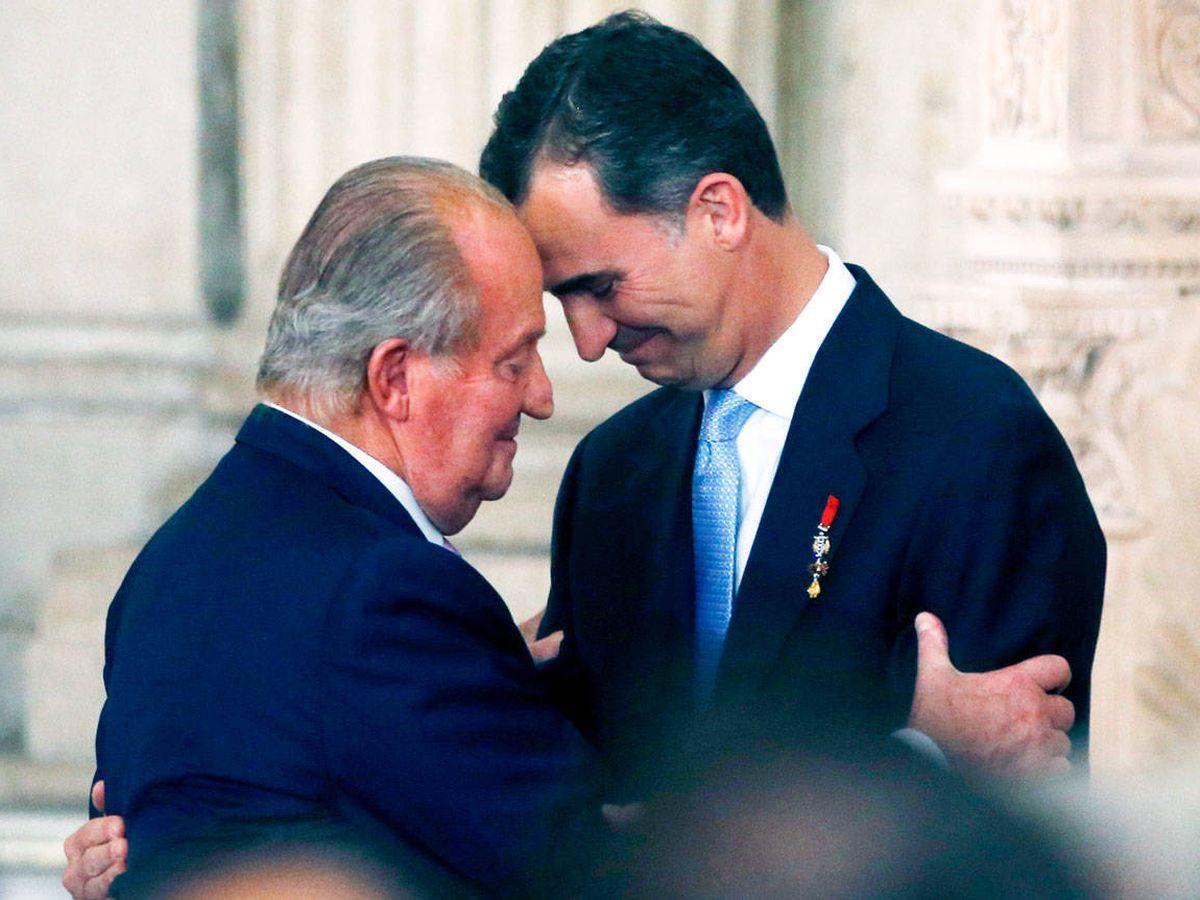 Foto: Juan Carlos I y su hijo, el rey Felipe VI. (Reuters)