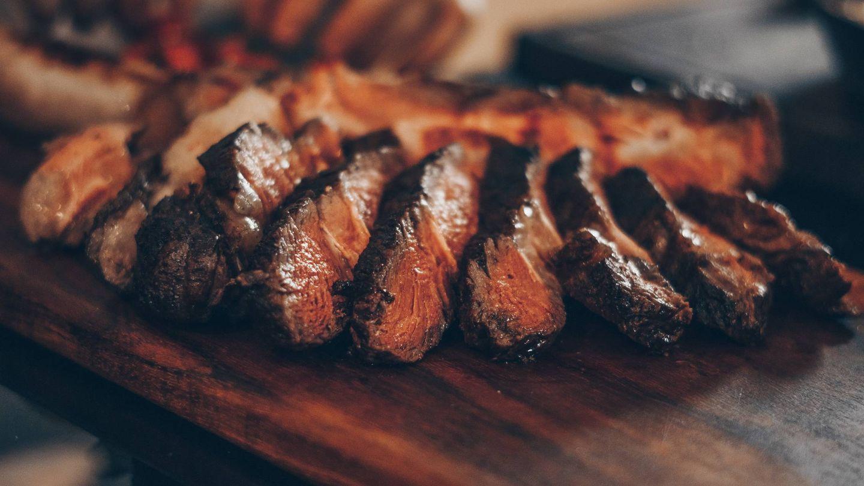 Comer menos carne para un planeta más sostenible. (Emerson Vieira para Unsplash)