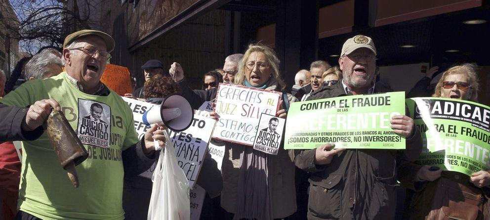 Foto: Afectados por las preferentes de Bankia, durante una protesta.
