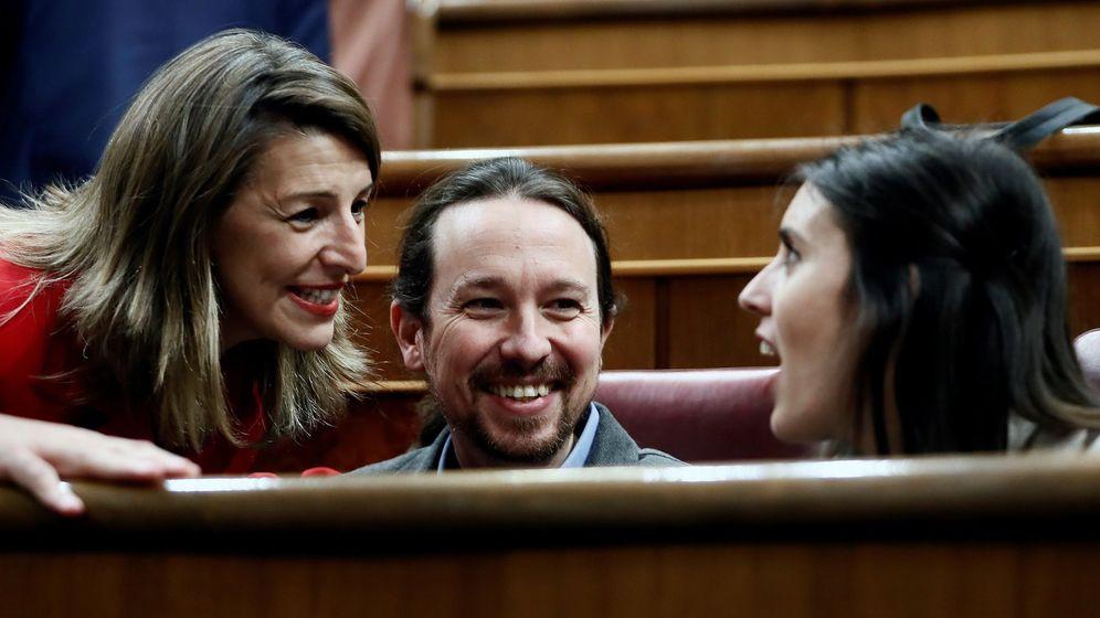 Foto: Yolanda Díaz con Pablo Iglesia e Irene Montero. (EFE)
