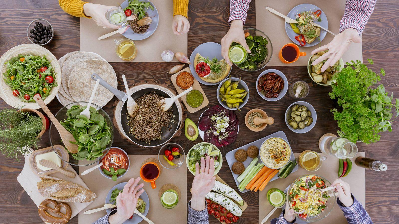 Foto: Momentos para comer en compañía. (iStock)
