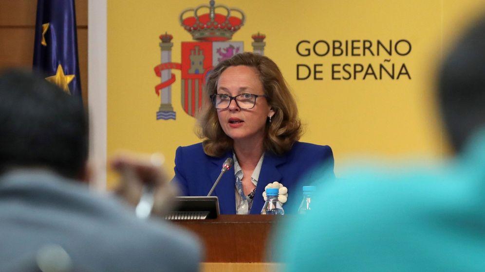 Foto: La ministra de Economía, Nadia Calviño, ofrece una rueda de prensa para valorar la Encuesta de Población Activa. (EFE)