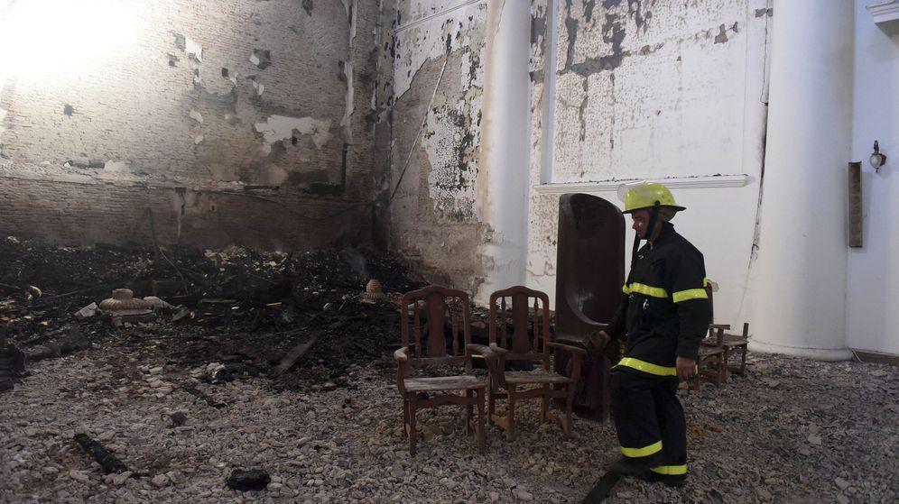Foto: Restos tras el incendio en la catedral San Nicolás de los Arroyos, en Buenos Aires. (EFE)