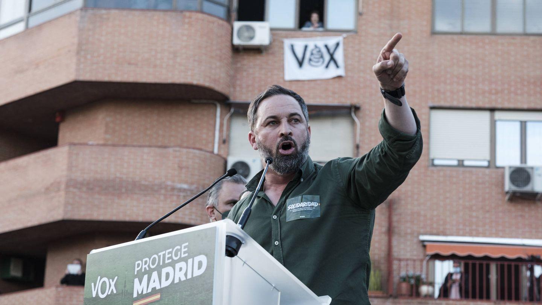 Haga clic aquí para ver más imágenes del acto de Vox en Vallecas. (Foto: Sergio Beleña)