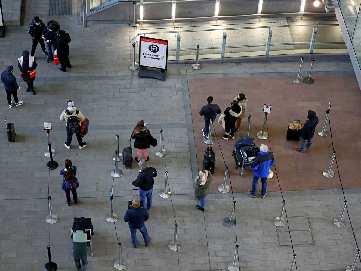 Foto: Test de coronavirus en el Aeropuerto de Heathrow. (Reuters)