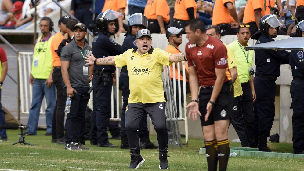 Foto: Maradona celebra un gol de Dorados de Sinaloa. (EFE)