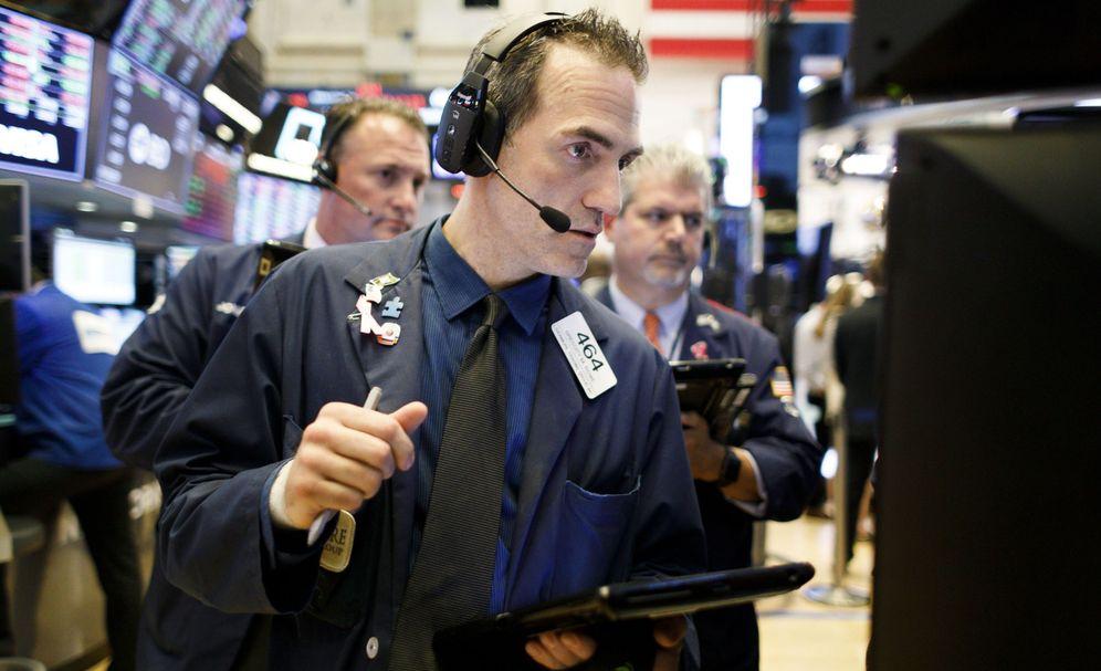 Foto: Corredores de la Bolsa de Nueva York. (Justin Lane/Efe)