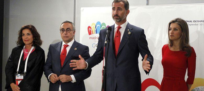 Foto: Ana Botella, Alejandro Blanco, el Príncipe Felipe y doña Letizia, tras la derrota de la candidatura olímpica (Efe)