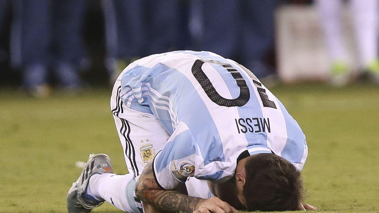 Foto: Messi se lamenta tras perder la final de la Copa América Centenario ante Chile. (Reuters)