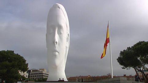Julia, la estatua de 12 metros que ocupa la plaza de Colón de Madrid